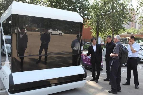 英特尔公司高级副总裁Michael Mayberry参观清智科技无人车